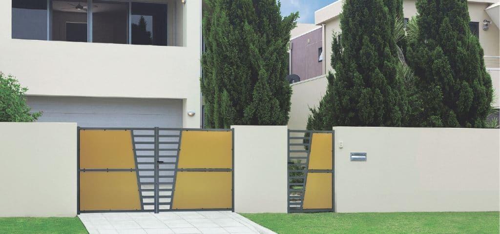 maison-avec-portail-jaune